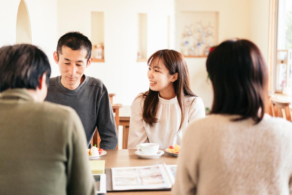 家創り相談会の和やかなシーン