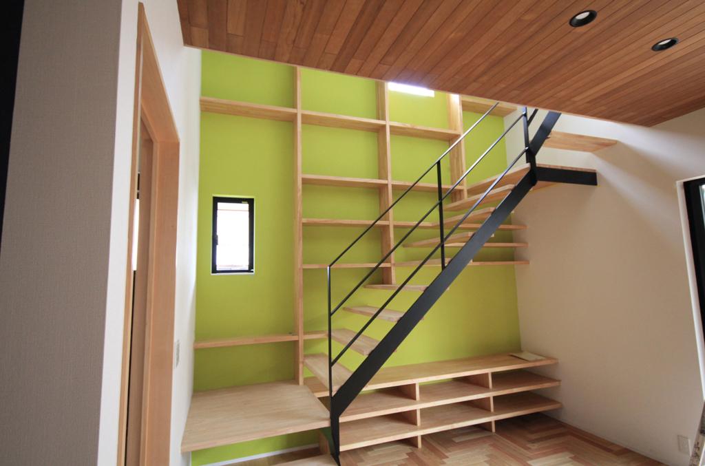 施工先の階段の風景